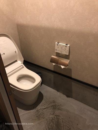 【KOMOREBI】外の女子トイレの中2