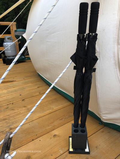 【KOMOREBI】テントの外の傘
