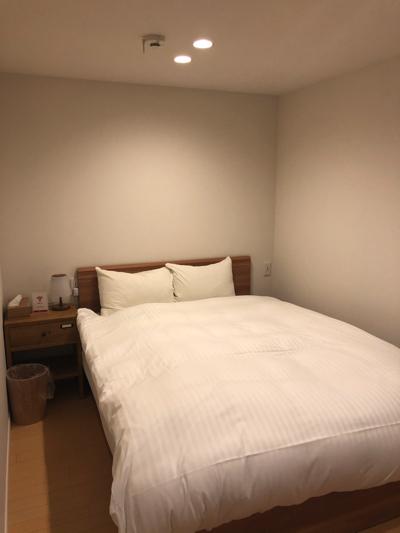 1階奥のバルコニーに面した寝室はこんな感じ♪